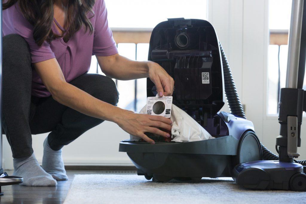 مقایسه تأثیر پاکت جاروبرقی معمولی و هپا بر آلرژی و گرد و غبار خانه